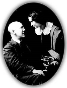 Фёдор Сологуб и Анастасия Чеботаревская. Начало 1910-х годов.