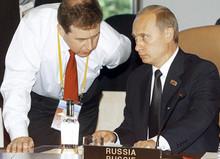 Andrey Illarionov and Vladimir Putin in 2003. (RIA Novosti / Vladimir Rodionov)