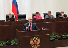 25 мая 2011 г. г.Москва Сергей Миронов выступил перед коллегами с короткой прощальной речью на 296-м заседании Совета Федерации. (Photo from http://mironov.ru/)