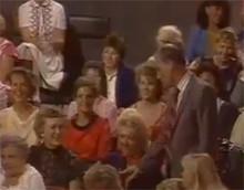 Тот самый момент, когда сидящая блондинка говорит Познеру в микрофон про  Секса нет