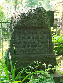 Grave of scottish general Patrick Gordon, relocated in 1877 from German Quarter. (Photo by NVO)