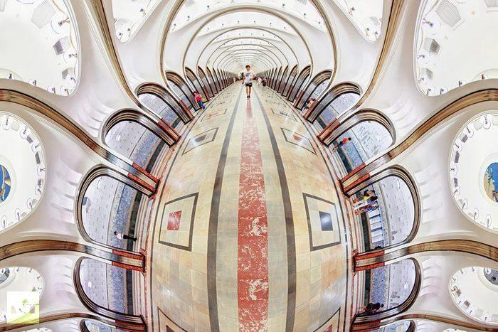 Curvy Moscow Metro: Landmark Mayakovskaya station or a buxom Faberge egg?