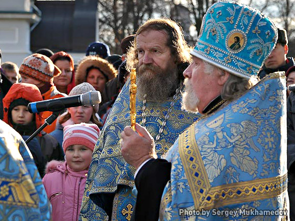 """Historical festival and battle reconstruction in Kolomenskoye: An Orthodox Christian service is being held ahead of the """"military"""" activities"""