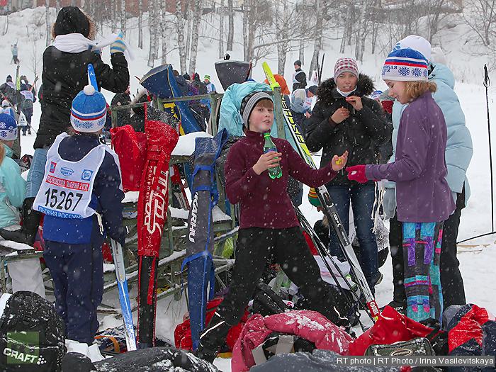 Evil parents make the child put on skis