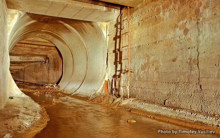 The Moscow underground river Neglinnaya: