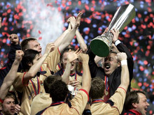 Portugal, Lisbon : CSKA Moscow's head coach Valeriy Gazzaev celebrates with the trophy at the end of the UEFA cup final football match Sporting Lisbon vs CSKA Moscow, 18 May 2005 at the Alvalade stadium in Lisbon. Moscow won 3 to 1. (AFP Photo / Yuri KAadobmov)