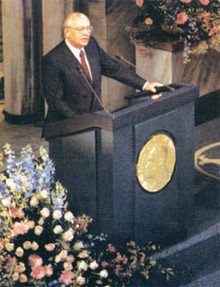М.С. Горбачев выступает с «нобелевской» лекцией. 1991 (Photo from http://www.gorby.ru)