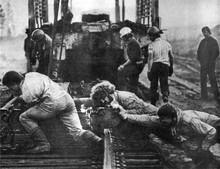 Комсомольцы строят БАМ