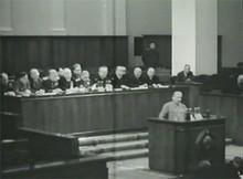 Сталин выступает на Съезде Партии