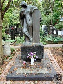 Gravestone of Yevgeny Vakhtangov, Novodevichy Cemetery, Moscow